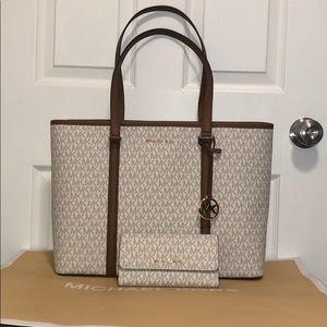 Michael kors large purse and wallet